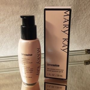 Mary Kay day solution sunscreen